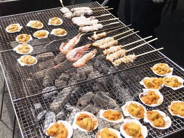 購入した海の幸を自分で焼いて食べる「勝手焼きコーナー」