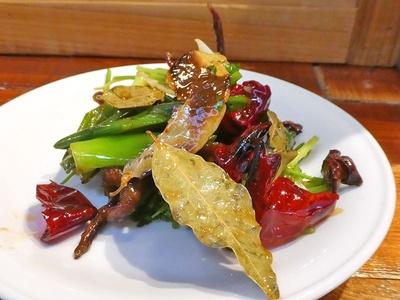 珍しい「アヒルの舌の炒め物」は、かなり辛いので辛いものが好きな人におすすめ