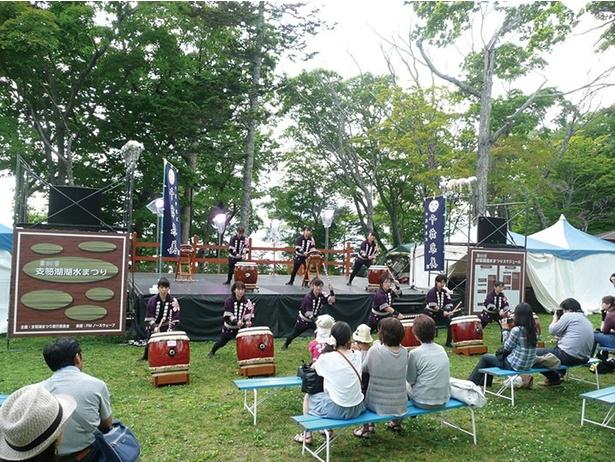 支笏湖小学校の児童による鼓笛隊パレードなど、地元ならではのイベント