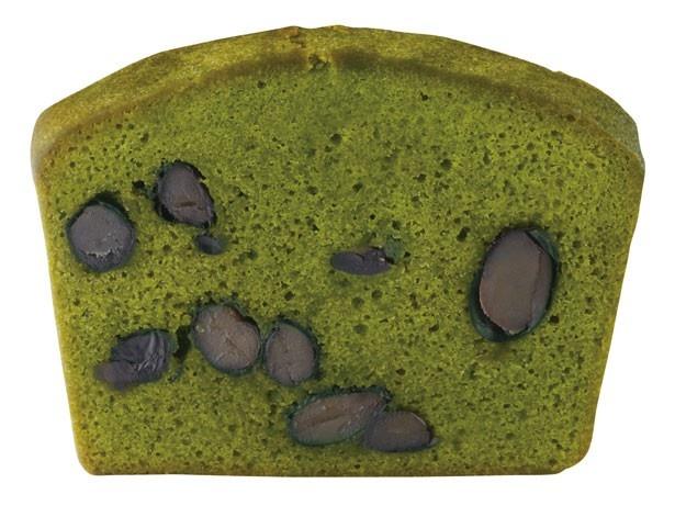 【写真を見る】「西洋菓匠 きくじろう」の「濃茶のパウンドケーキ」(3780円)