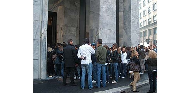 10月29日にオープンしたミラノ店では、オープン時に大行列が!