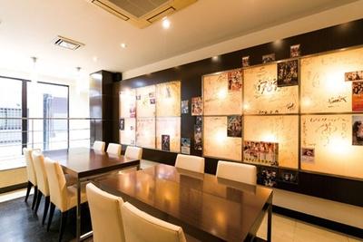 1階はカウンター&テーブル。写真の2階はテーブルのみ/洋食の店 もなみ