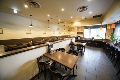 店内は喫煙可。お一人様が使いやすいカウンター席も/洋食レストラン犇屋(ひしめきや)