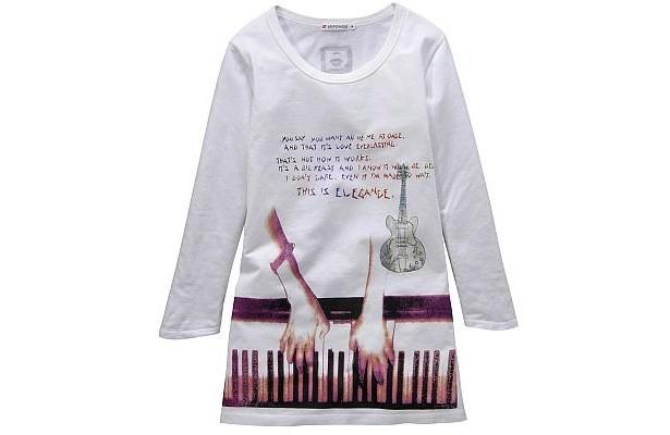 CharaコラボレーションTシャツは、S、M、L(一部の柄に、XLサイズあり)で展開。写真は1500円