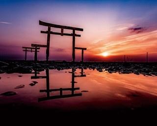 潮の満ちひきで姿が変わる大魚神社の海中鳥居