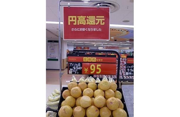12/9〜2010年1/3(日)の約1か月間、全国373店舗で、約150品目の輸入商品を、最大50%値下げするという西友