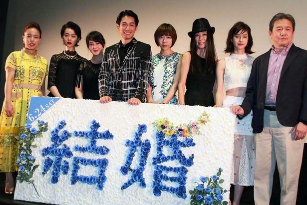 ディーン・フジオカと共演女優陣、西谷真一監督が記念撮影
