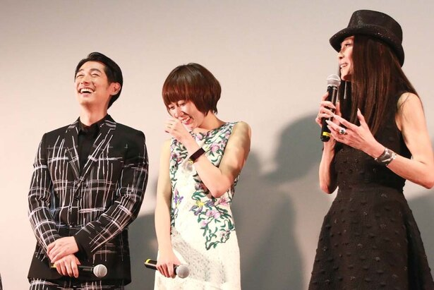 【写真を見る】萬田久子の、まさかのディーンの弱点暴露に、本人も思わす爆笑