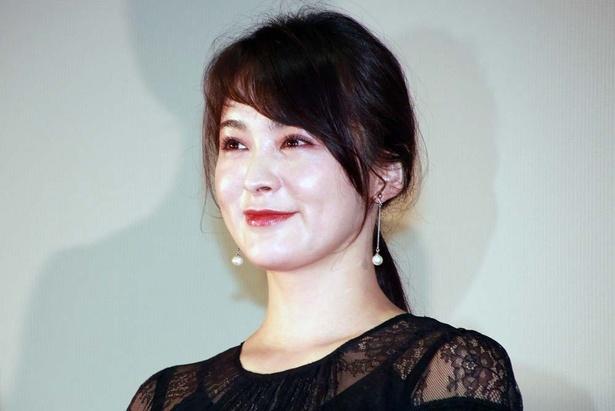 貫地谷しほりは、古海の妻・初音役で本作に出演