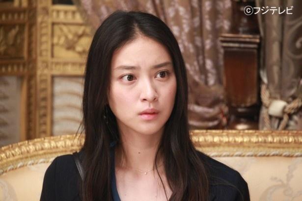 【写真を見る】貴族の謎に迫りつつある探偵・愛香(武井咲)