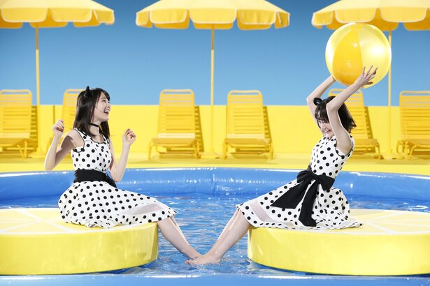 レモンのフロートに座る生田絵梨花、生駒里奈