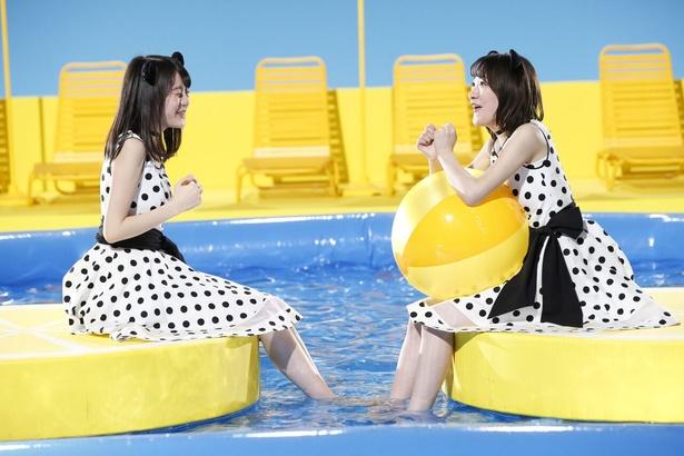 春先に行われた撮影のため、プールの水の冷たさに絶叫がこだました