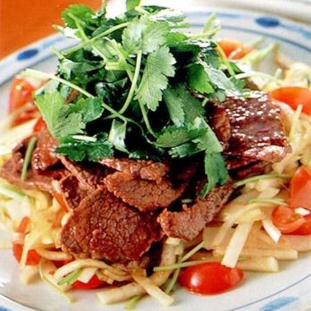 「シャキシャキ野菜の焼き肉サラダ」 レタスクラブニュースより