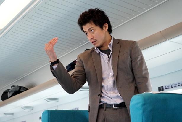 小栗旬が演じる捜査員・稲見朗は元自衛隊員