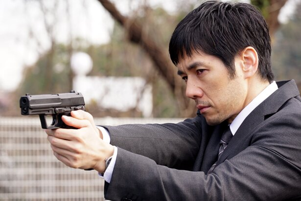 西島秀俊は元公安部外事課の捜査員・田丸三郎を演じた