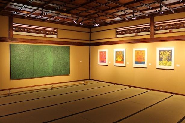 第3展示室はキャリア中期の作品で構成されており、この頃になると花や草などの植物から靴、洋服など作品のモチーフもさらに多彩に