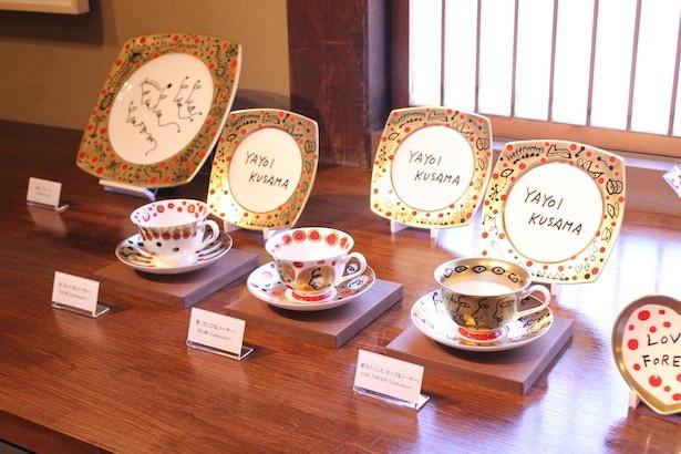 絵画作品や立体造形作品だけでなく草間彌生がデザインした食器などの日用品も展示