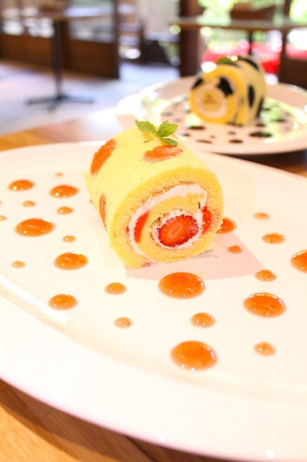 【写真を見る】ソースのドットで草間彌生の世界観を表現した「草間彌生ロールケーキ」(800円)