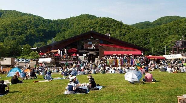 夏のスキー場で楽しむ札幌発のクラフトビールイベント