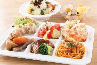 「湘南の恵みビュッフェ ごちそうさま ららぽーと湘南平塚店」では、自家製トマトソースパスタや筑前煮など和洋のバランスがとれたメニューが味わえる