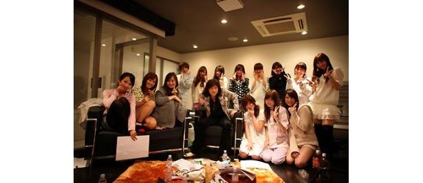 みんなで記念写真。ダイアモンド☆ユカイもご満悦の様子