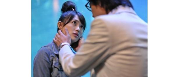 本作『ランブリングハート』では、臼田あさ美が一人2役に挑戦