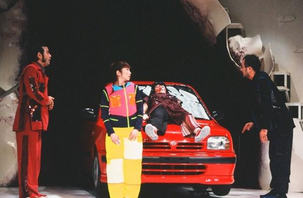 15年前の初演舞台の写真を公開! (左から)皆川猿時、荻野目慶子、伊勢志摩、松尾スズキ