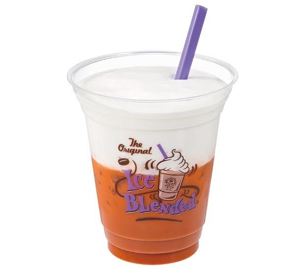 【写真を見る】「オリエンタル タイティー ラテ(Oriental Thai Tea Latte)」(Regular税別530円、Large税別580円)のアイス