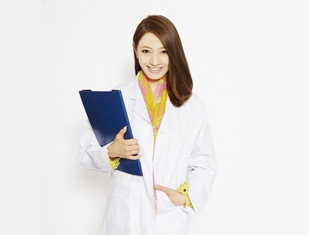 """""""美人すぎる臨床心理士""""として話題の山名裕子が初回放送のMCを担当"""