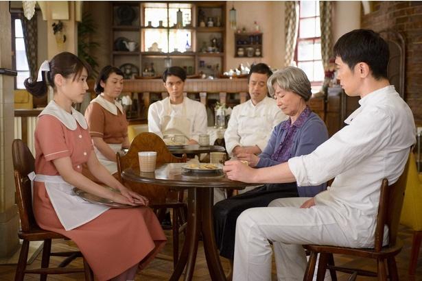 省吾(佐々木蔵之介)は、休憩時間に自分のつらかった修行時代をみね子らに語って聞かせる