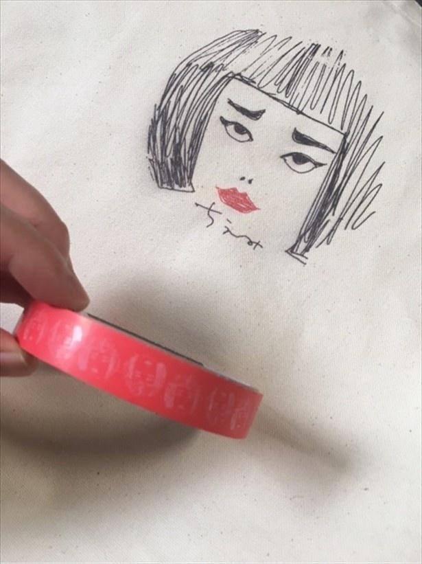イラストを水川が描き、桐谷が制作したちえみトートとちえみテープ