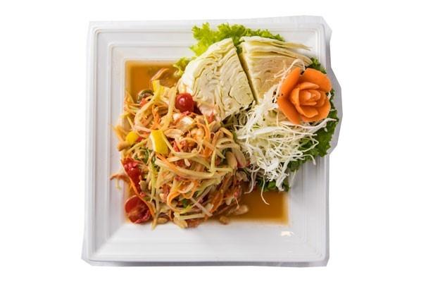 たっぷり野菜がうれしい「ブア・デ・タイ」のソムタム(1250円)