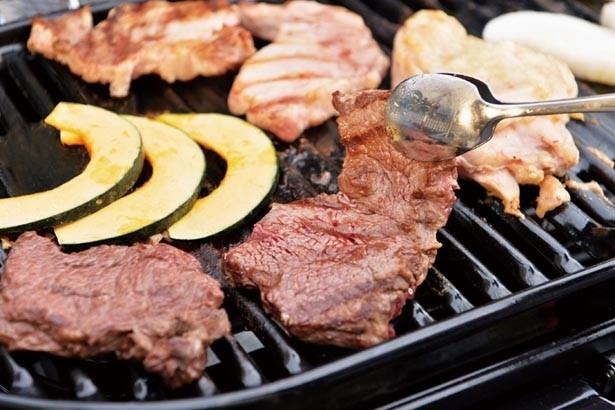 牛肉だけでなく、ポークやチキンのステーキもセットに/天王寺WILDビアガーデン