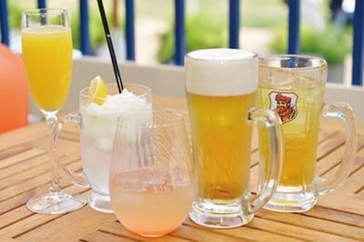 生ビールやワインなどのアルコールのほか、ソフトドリンクも充実している/天王寺WILDビアガーデン