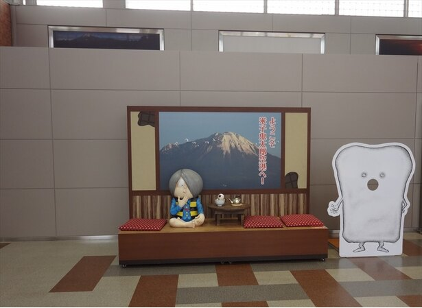 【写真を見る】空港内には鬼太郎のフォトスタジオも設けられている