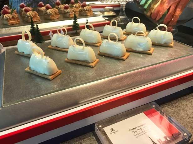 白いバッグに見立てられたライチムース