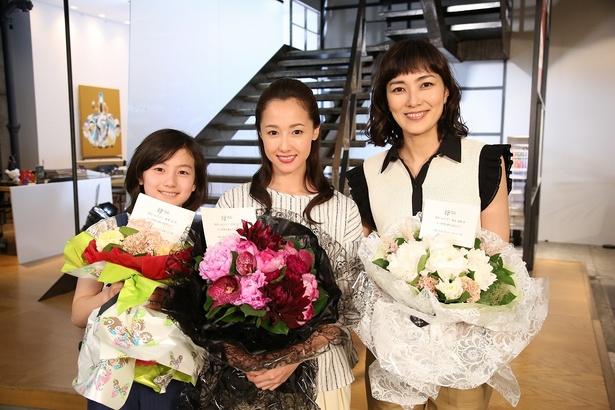 「母になる」クランクアップを迎えた藤澤遥、沢尻エリカ、板谷由夏(写真左から)