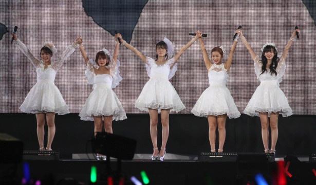 team ℃-uteへの感謝の気持ちを語り、フィナーレを飾った