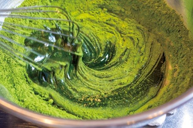 使うのはたっぷりの抹茶と上品な甘さの糖ミツだけ。火入れも一切しない/甘味と和食 香穂