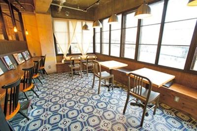 デザイナーが経営しているカフェらしくセンスよくまとめられ、ナチュラルで心落ち着く空間に/ROCCA & FRIENDS