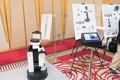 トヨタ自動車の生活支援ロボット「HSR」
