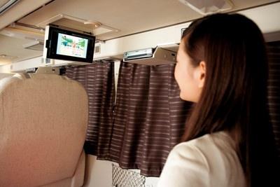 地デジ対応、DVD対応のパーソナルテレビが付いたウィラーエキスプレスの「エグゼクティブ」。車内には無線LANも設置