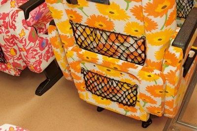ウィラーエキスプレスの女性専用バス「プリマ」は、シートのポケットも2つという配慮。もちろん各シートをカーテンで仕切れる