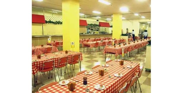今年の12/31(木)をもって閉店する「タワー大食堂(タワーレストラン)」。12/28(月)〜12/31(木)の期間「カツカレー+ソフトドリンク」を、500円で提供する