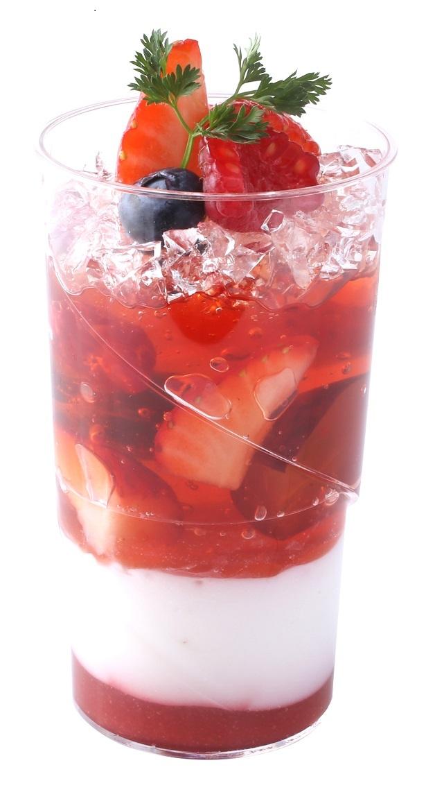 苺やフランボワーズをとじ込めた甘酸っぱいジュレに、ココナッツジュレとフレーズソースを重ねた「ヴェリーヌ・オ・ベリー」(480円)