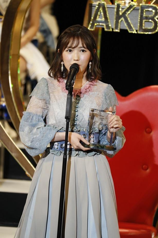 壇上でAKB48からの卒業を発表したAKB48・渡辺麻友(2位)