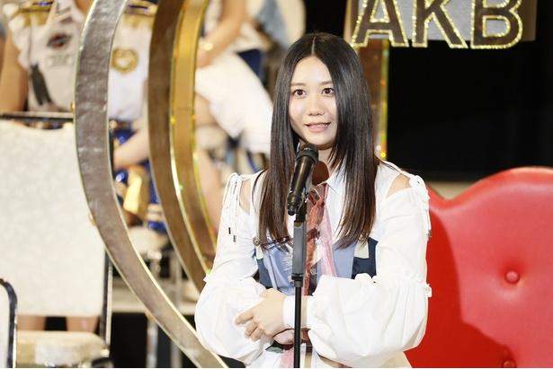 14位にランクインし、壇上でスピーチをするSKE48・古畑奈和