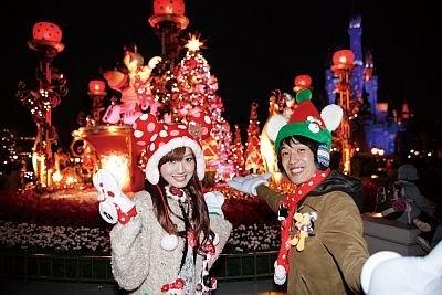 【14】プラザのフォトロケーションで記念撮影。時間によっては、シンデレラ城に雪の結晶などが映し出され、ミッキー&ミニーのオルゴールが回転する