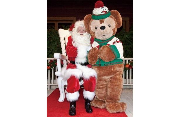ケープコッド・クックオフ前では「サンタとダッフィーのホリデーグリーティング」を実施