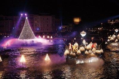 """【12】メディテレーニアンハーバーで行われる水上ツリーに光をともすショー「キャンドルライト・リフレクションズ」で""""光の海""""に参加!"""